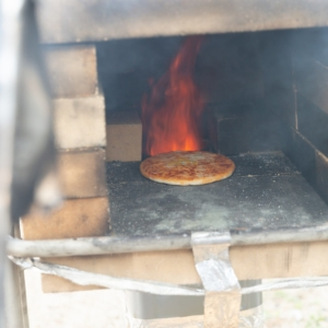ピザ釜で調理