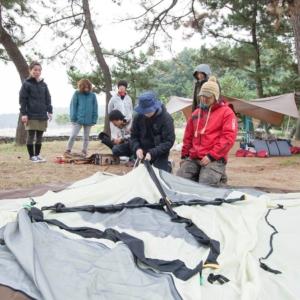 テント張り悪戦苦闘